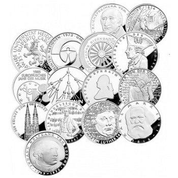 Die fünfzehn 5-DM-Silbermünzen mit Luxuskassette