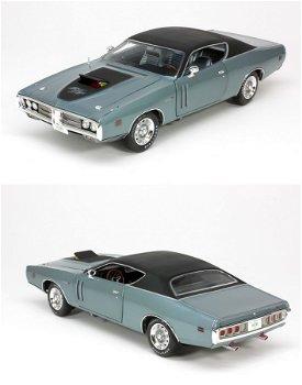 Modellauto:Dodge Charger R/T 426 von 1971, blau-metallic/matt-schwarz(ERTL/American Muscle, 1:18)