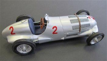 Modellauto:Mercedes-Benz W 125 mit # 2- GP England 1937 -(CMC, 1:18)