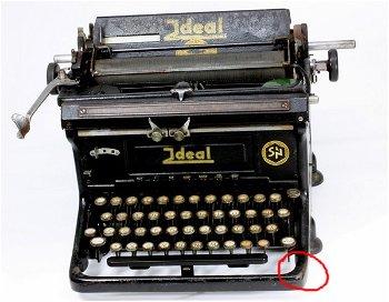 Antike Schreibmaschine - Ideal - zur Dekoration - Einzelstück