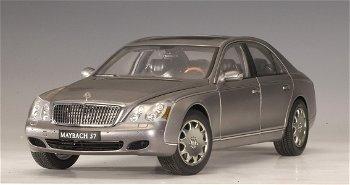 Modellauto:Maybach 57 SWB, silber-hellgrau-metallic(AUTOart, 1:18)