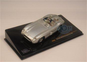 Modellauto:Mercedes 300 SLR von 1955, silber(IXO, 1:43)