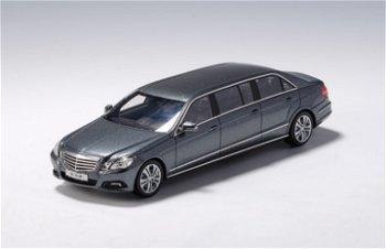 Modellauto:Mercedes-Benz W 212 Binz, lang, grau-metallic(GLM, 1:43)