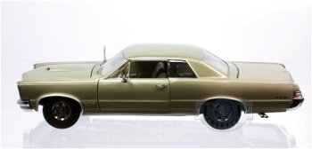 Modellauto:Pontiac GTO von 1965, gold(Sun Star, 1:18)