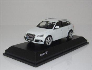 Modellauto:Audi Q5, weiß(Maßstab 1:43)