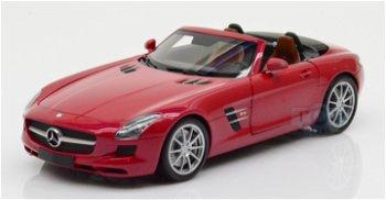 Modellauto:Mercedes-Benz SLS AMG Roadster, rot(Minichamps, 1:18)