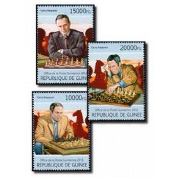 Garri Kimowitsch Kasparow beim Schachspiel - 3 Briefmarken postfrisch, Guinea