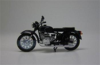 Modell-Moped:KMZ Dnepr MT 10, schwarz(IXO-Museum, 1:24)