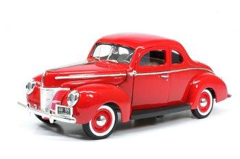 Modellauto:Ford Deluxe von 1940, rot(Motor Max, 1:18)