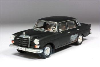 Modellauto:Mercedes-Benz 200 - Um Himmels Willen - von 1966(Norev, 1:18)