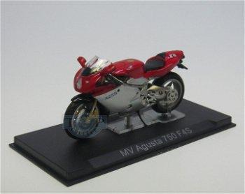 Modell-Motorrad:MV Agusta 750 F4S(IXO, 1:24)