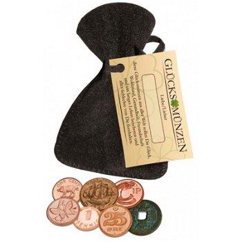 Glücksmünzen im Samtbeutel mit Kordel und Etikett